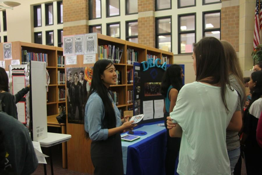 DECA+officer+and+senior+Victoria+Meng+shares+information+about+DECA+with+freshmen+at+the+Flight+Camp+Club+Fair.