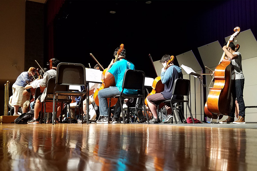 Orchestra+members+rehearse+during+3rd+period+Thursday+for+their+performance+that+night+in+what+is+their+final+concert+of+the+2016-17+school+year.+