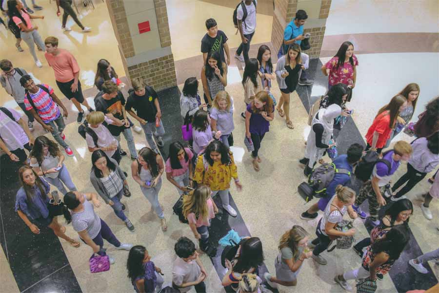 The+halls+were+filled+with+students+as+the+campus+kicked+off+the+2019-2020+school+year+on+Thursday.