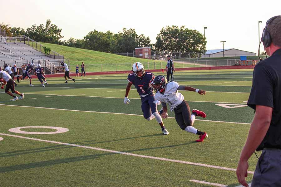Senior+Blake+Battle+takes+the+field+as+a+corner+on+the+Varsity+team.