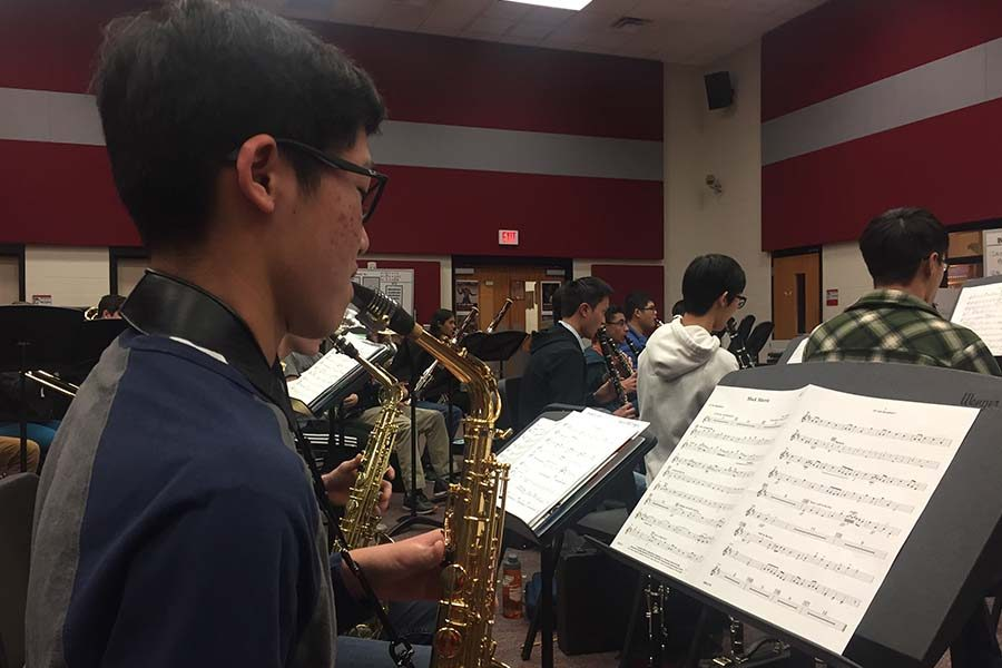 Practicing+his+instrument+in+band%2C+saxophonist+Eddie+Chen+has+made+yet+another+stride+in+his+musical+endeavor+after+being+the+grand+prize+winner+of+the+Greater+Dallas+Youth+Orchestra%27s+competition.