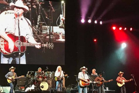 Review: Alan Jackson reminds audience what country music used to be