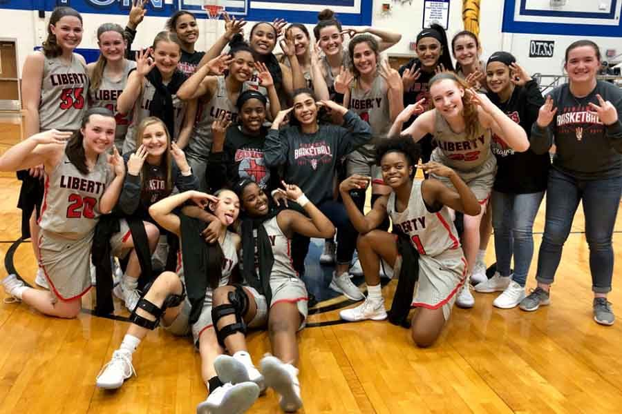 fridays girls basketball team - 900×600