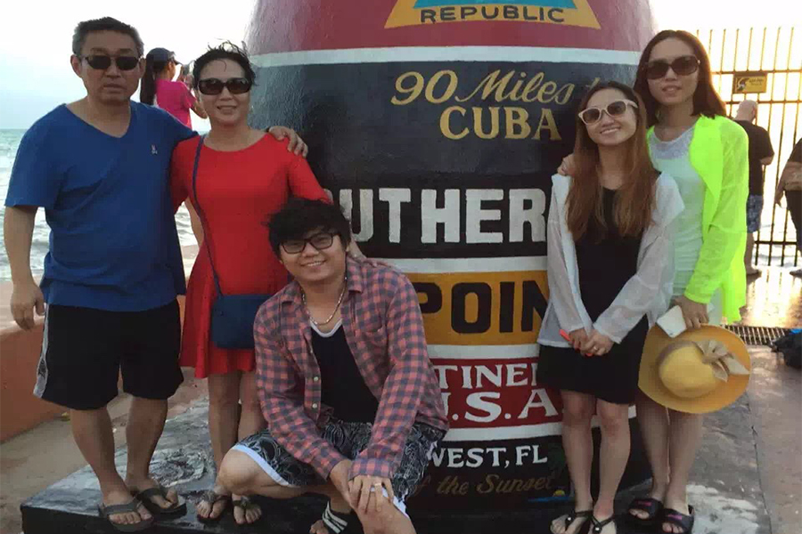 Lisa Cai (second from the right) poses with family.