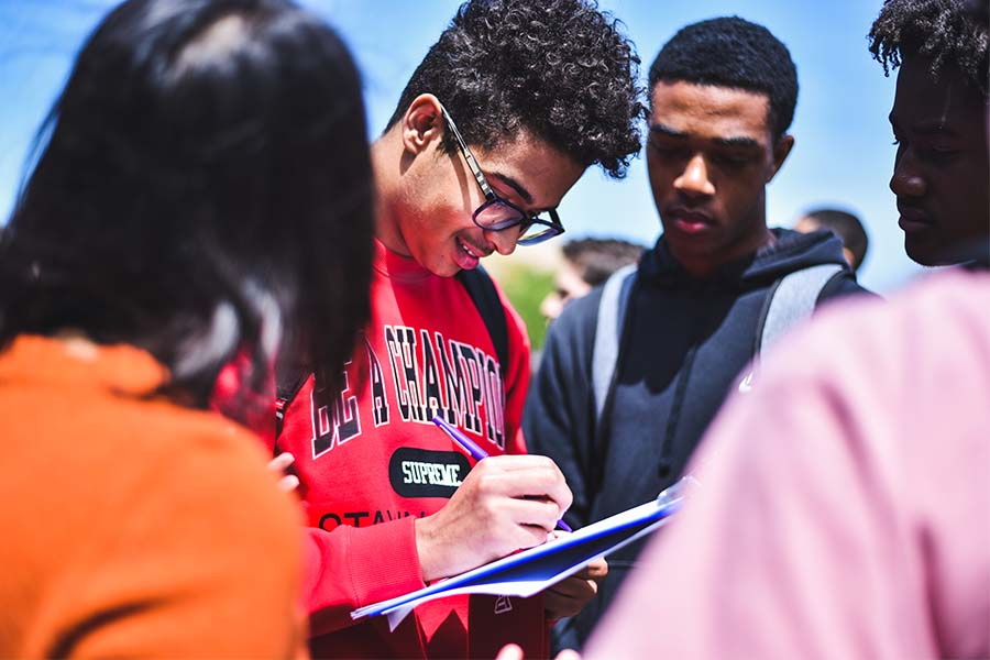 Students+wait+their+turn+to+sign+up+for+voter+registration+reminds.+