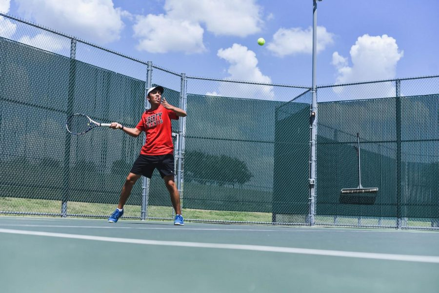 Readying+himself+to+return+the+ball%2C+senior+Alex+Lopez+looks+to+hit+a+winning+volley.+After+losing+its+last+match%2C+the+Redhawks+tennis+team+bounced+back+in+the+win+column+with+Tuesday%27s+17-2+victory+over+Memorial+High+School.+