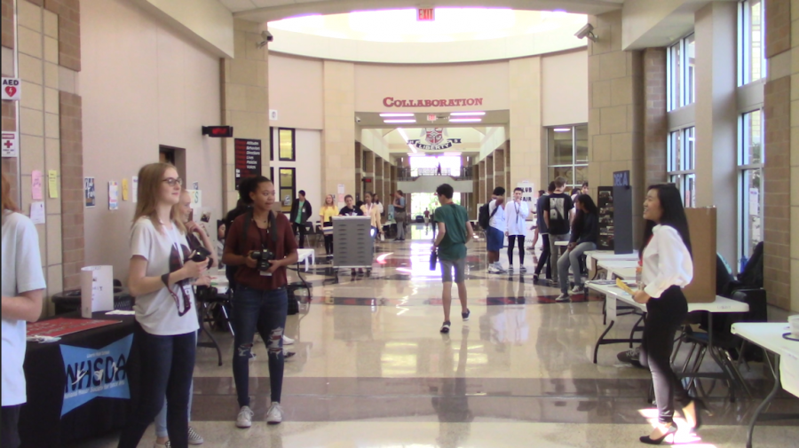 Clubs set up booths in the rotunda during advisory and lunches as students strive to be more involved in the school.