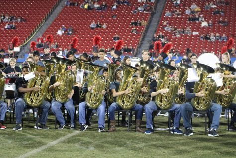 Middle school students get early exposure to high school band life