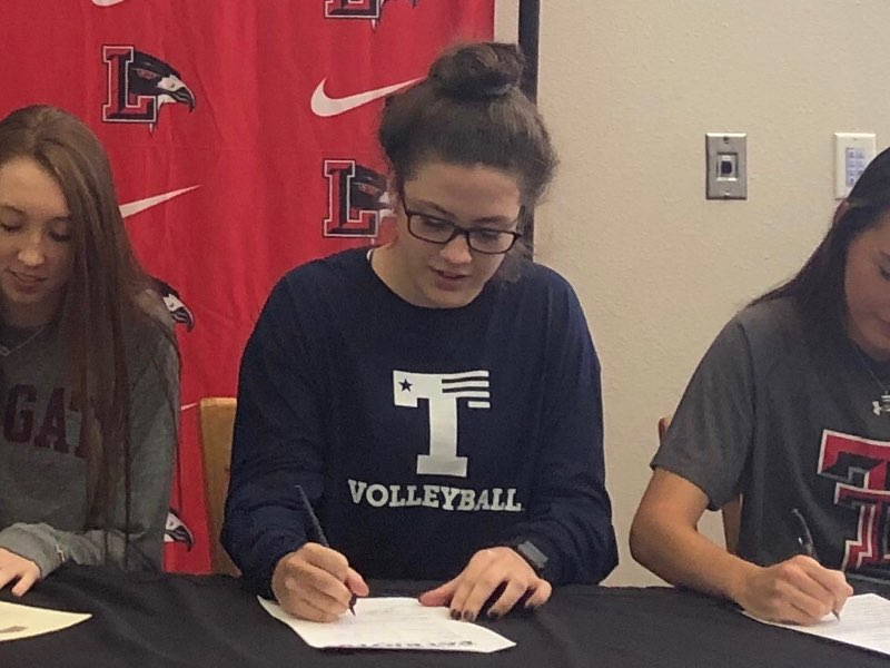 Senior+Tara+Martin+signed+to+play+girls%27+volleyball+at+The+University+of+Texas+at+Tyler.