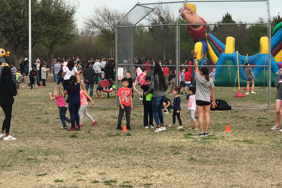 Aside from earning volunteer hours, the track team made their way to Isbell Elementary for their annual carnival on Friday, March 22. Hoping to please the children, athletes were stationed around the campus to help out.