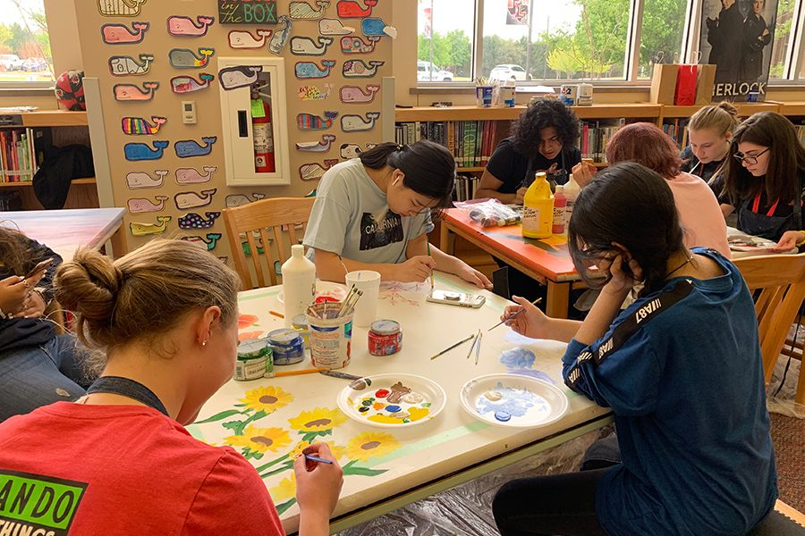 With librarian Chelsea Hamilton recognizing seven bland tables in the library, she decided to allow students to utilize their artistic ability to decorate the tables. This, in turn, is hoped to add more color to the library.