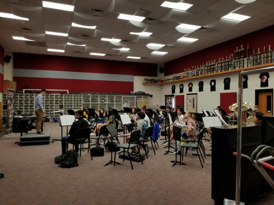 Band+students+rehearse+for+their+final+concert+scheduled+into+two+weeks.+Last+week+band+students+worked+with+incoming+eighth+graders+to+give+them+an+insight+into+daily+work+of+band+students.
