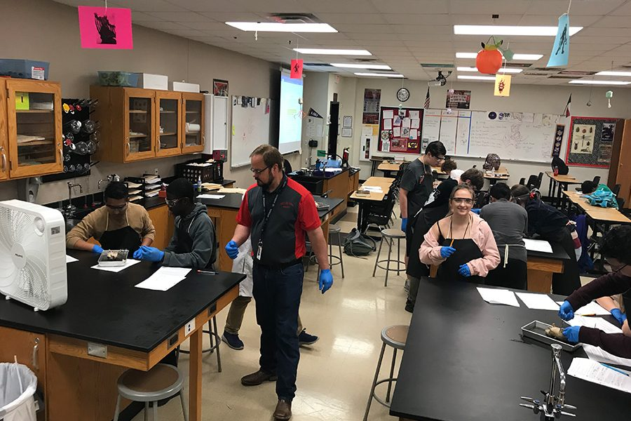 Labs are a large part of science classes, however the COVID-19 pandemic has put a halt on labs for virtual academy students. Science classes have adapted by using Pivot, an interactive virtual lab simulation.