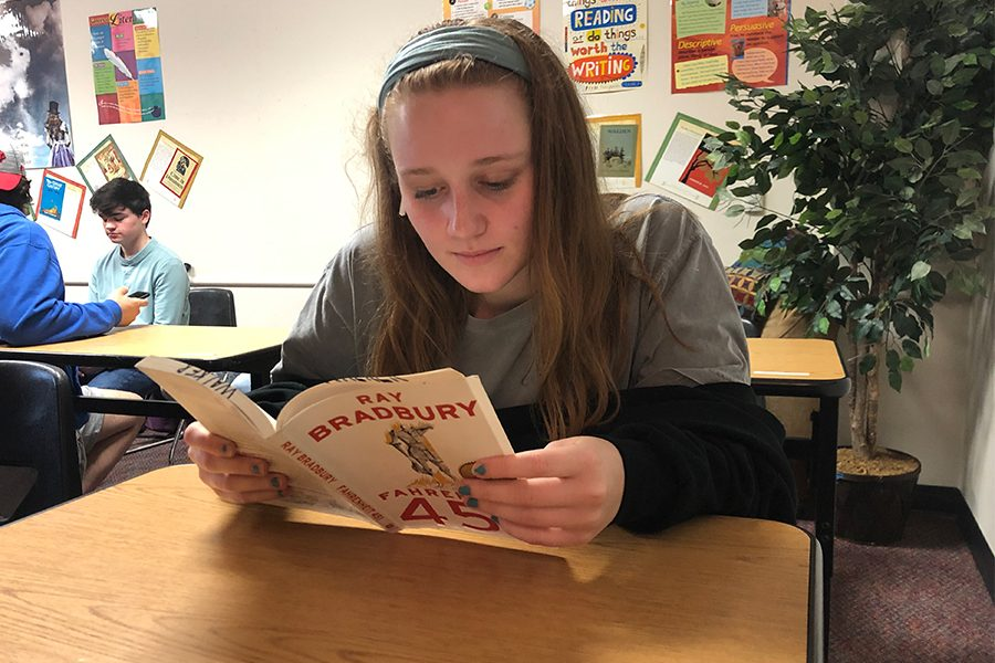 Senior+Olivia+Brucker+reads+the+book%2C+Fahrenheit+451+by+Ray+Bradbury.+Students+in+AP+lit+are+doing+a+project+based+on+a+book+of+their+choosing+for+the+next+several+weeks.