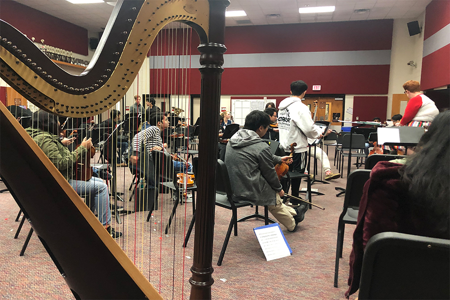Orchestra students rehearse in preparation for their final concert. The program finished out the year with a singing project instead of string instruments.