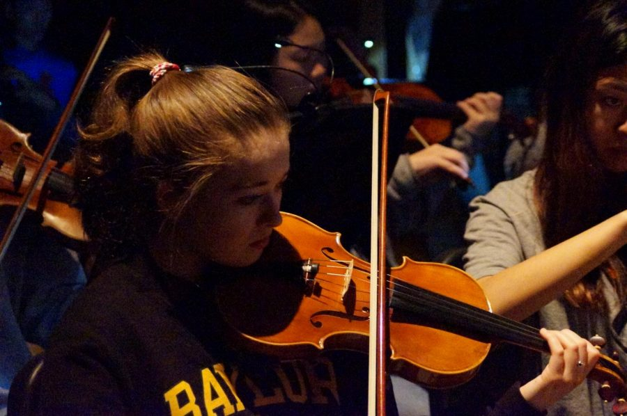 As+a+senior+violinist+in+the+top+orchestra%2C+Caroline+Attomore+had+the+opportunity+to+play+in+the+pit+at+Matilda.+The+show+will+have+live+orchestral+music+to+accompany+each+song.