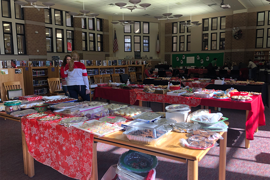 PTSA members help to fill the library with cookies baked by the community. Staff had the chance to bring cookies home to their family as part of the exchange.
