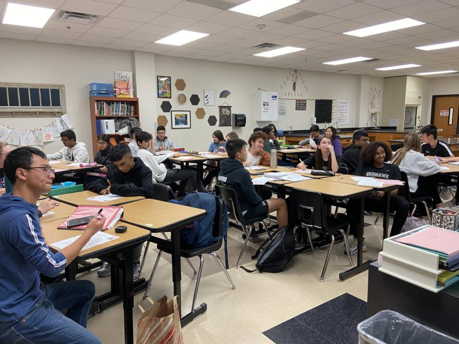 Freshmen biology students look on as teacher Kristen Newton gives a lesson. This year students will be able to edit their schedules in HAC before meeting with the counselors.