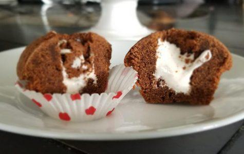 Mini brownies with meringue filling