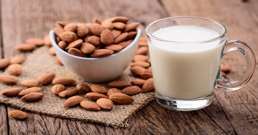 Adopting a vegan lifestyle also commonly comes with an inherent concern for the sustainability of the planet. Almond milk not being the wisest choice in that regard and more people ditching the product, the spotlight is left open for a new celebrity, oat milk.