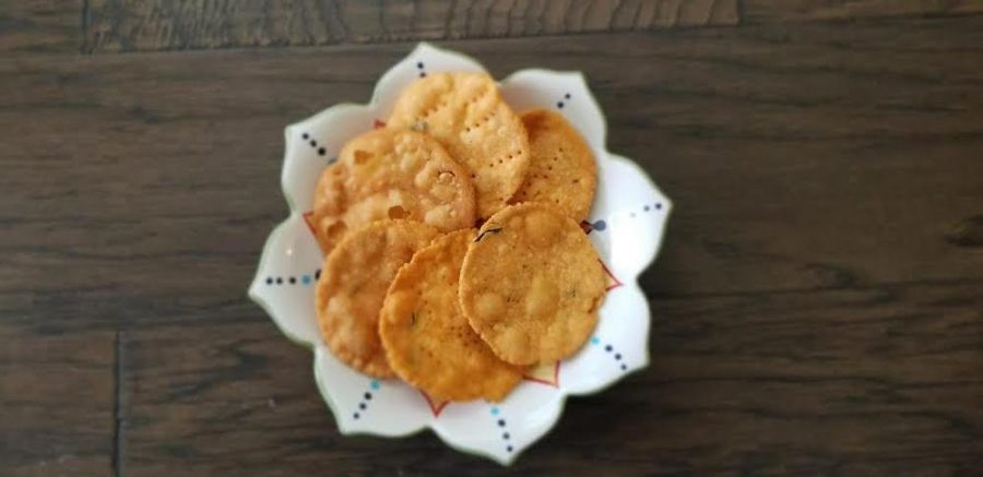 In this weeks Goodbye Gluten, Girish explains how to make Thattai, a crispy south Indian treat.