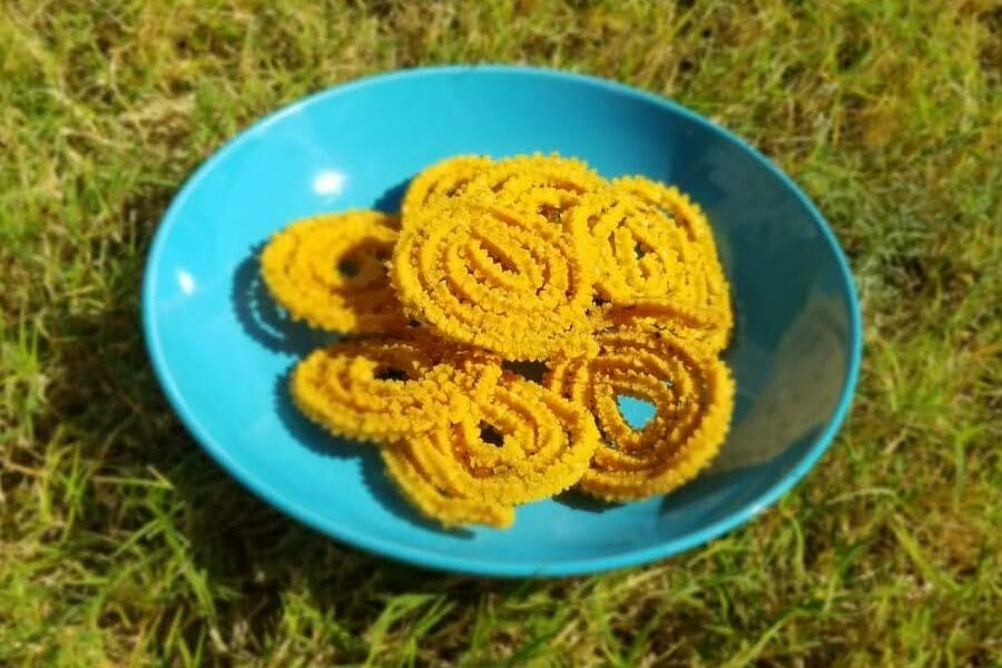 Made of deep-fried rice, Mullu Murukku is an Indian snack that can be tailored to different preferences in taste. In this weeks Goodbye Gluten, Ashvita Girish explains how to make this delicious treat from the comfort of ones home.