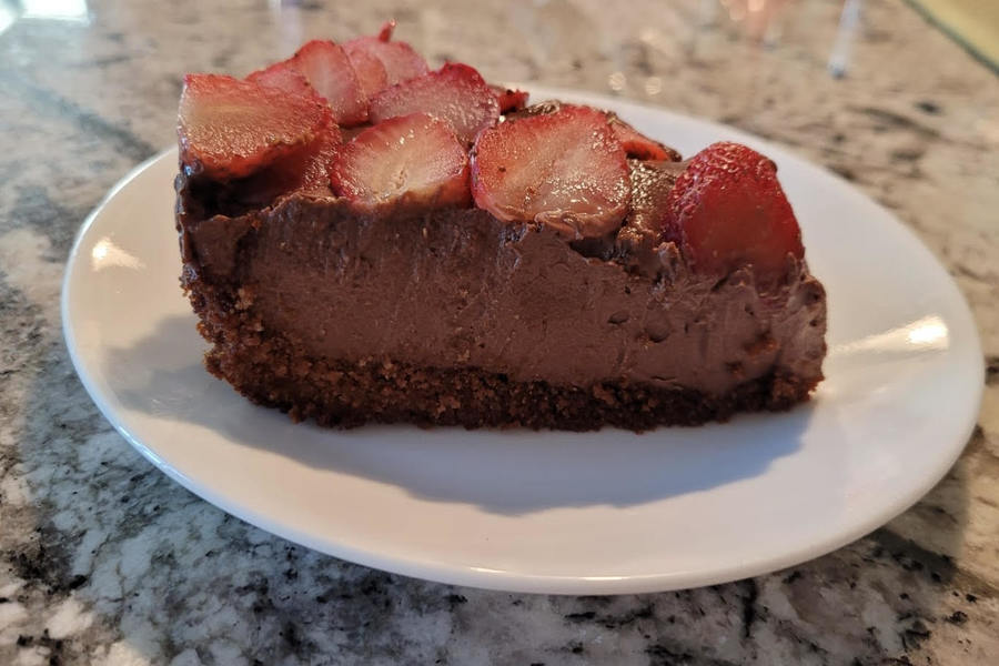 In this weeks Goodbye Gluten, Girish brings a special treat in honor of her dads birthday. The vegan chocolate cream pie is the perfect way to finish any meal, and it can easily be done from home to experience the fresh and creamy texture.