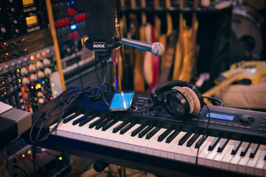 Guest contributor Alize Shahzad shares her opinion on modern music and why it does not live up to the hype.