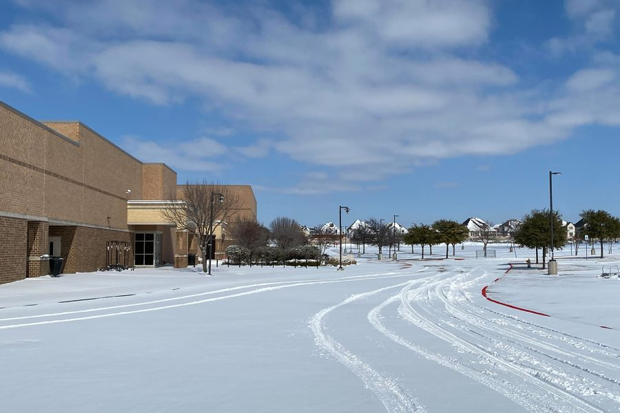 As a result of the snowstorm and freezing temperatures that hit North Texas Feb. 14-18, and two weeks off campus, students will have fewer required grades in all classed for the 3rd quarter which ends Friday.