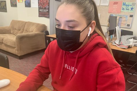 Frisco ISD announced Friday morning that it will continue to require all students, staff, and visitors wear face coverings such as that worn by freshman Karina Grokhovskaya. This comes after Governor Greg Abbott announced the state