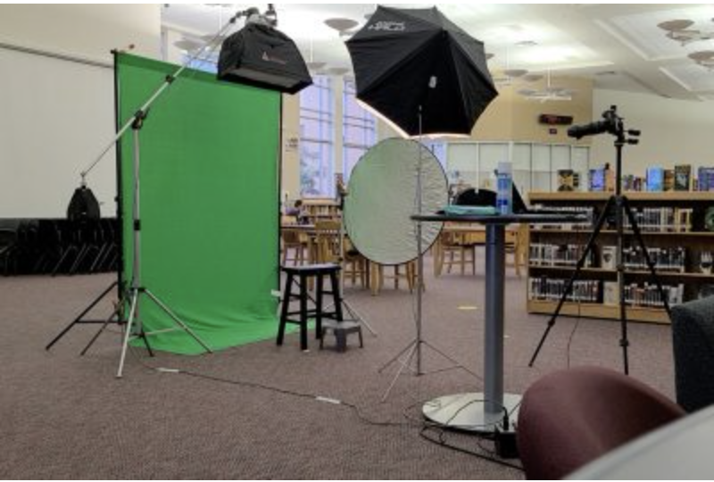 Yearbook pictures are to be taken Thursday and Friday during English classes in the library.